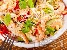 Рецепта Виетнамска салата с оризови спагети нудълс, скариди, краставици, чушки и фъстъци